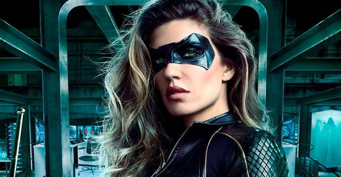 A heroína retornará à série Arrow como uma personagem regular. Confira a primeira foto promocional da atriz Juliana Harkavy como a Canário Negro.