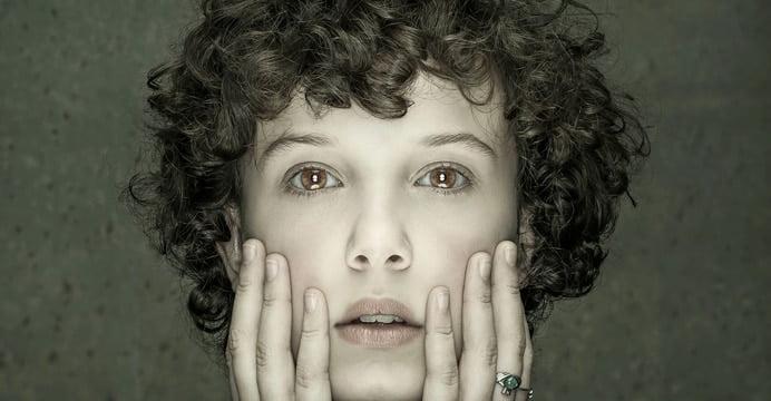 A revista Entertainment Weekly revelou novas imagens da nova temporada de Stranger Things. Dentre elas aparece a personagem Onze com um novo visual.