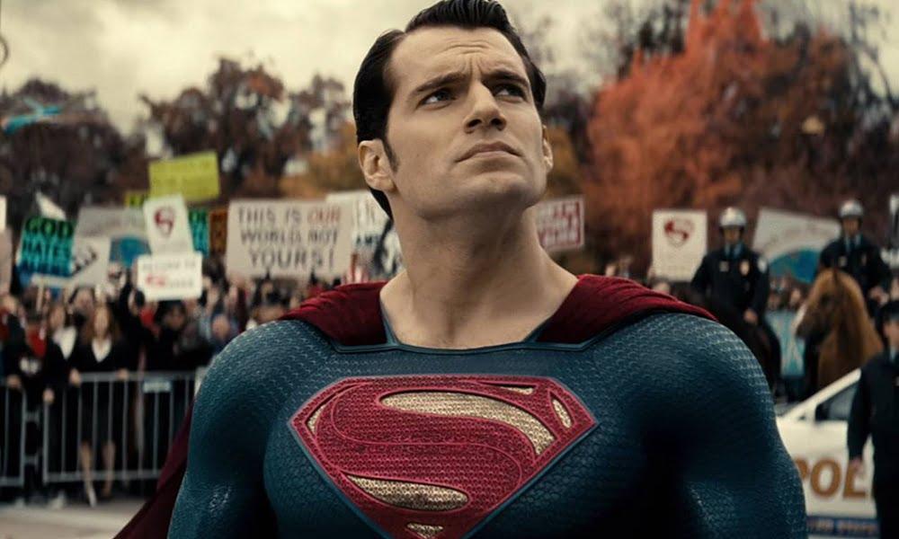 Liga da Justiça | Blu-Ray pode trazer cenas deletadas e exibir uniforme preto do Superman
