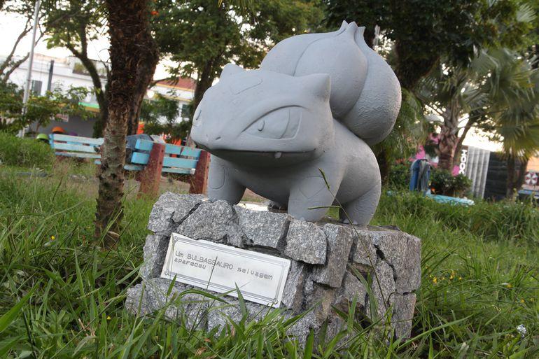 Pokémon GO | Estátua de Bulbasaur aparece misteriosamente em praça brasileira