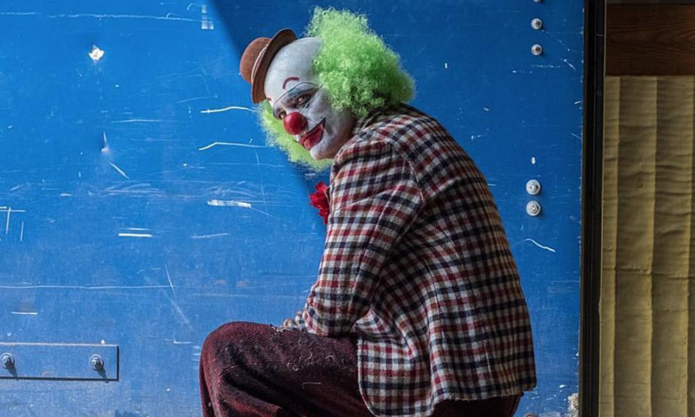 Joker | Joaquin Phoenix aparece como um palhaço em nova foto