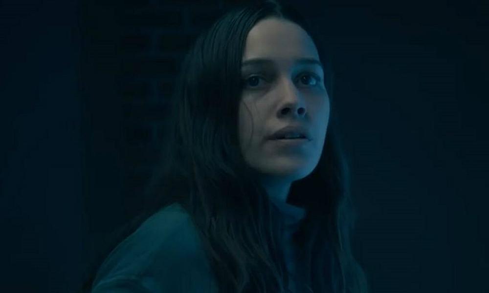 Você   Victoria Pedretti, de 'A Maldição da Residência Hill', aparece ao lado de Penn Badgley para 2ª temporada da série
