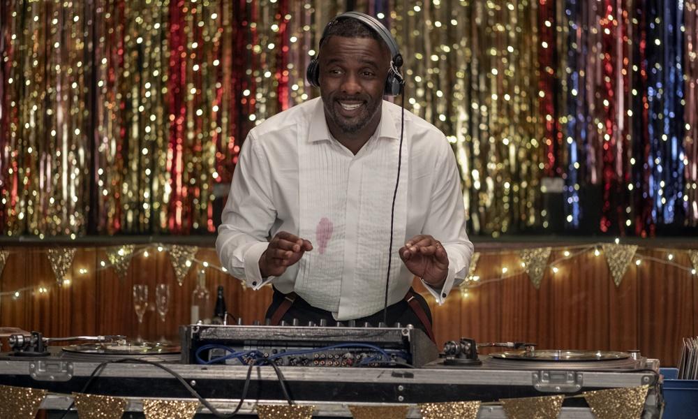 Se joga, Charlie | Comédia com Idris Elba ganha trailer legendado