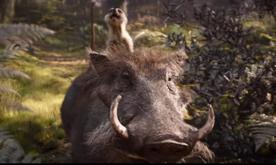 O Rei Leão   Timão e Pumba surgem cantando em novo trailer