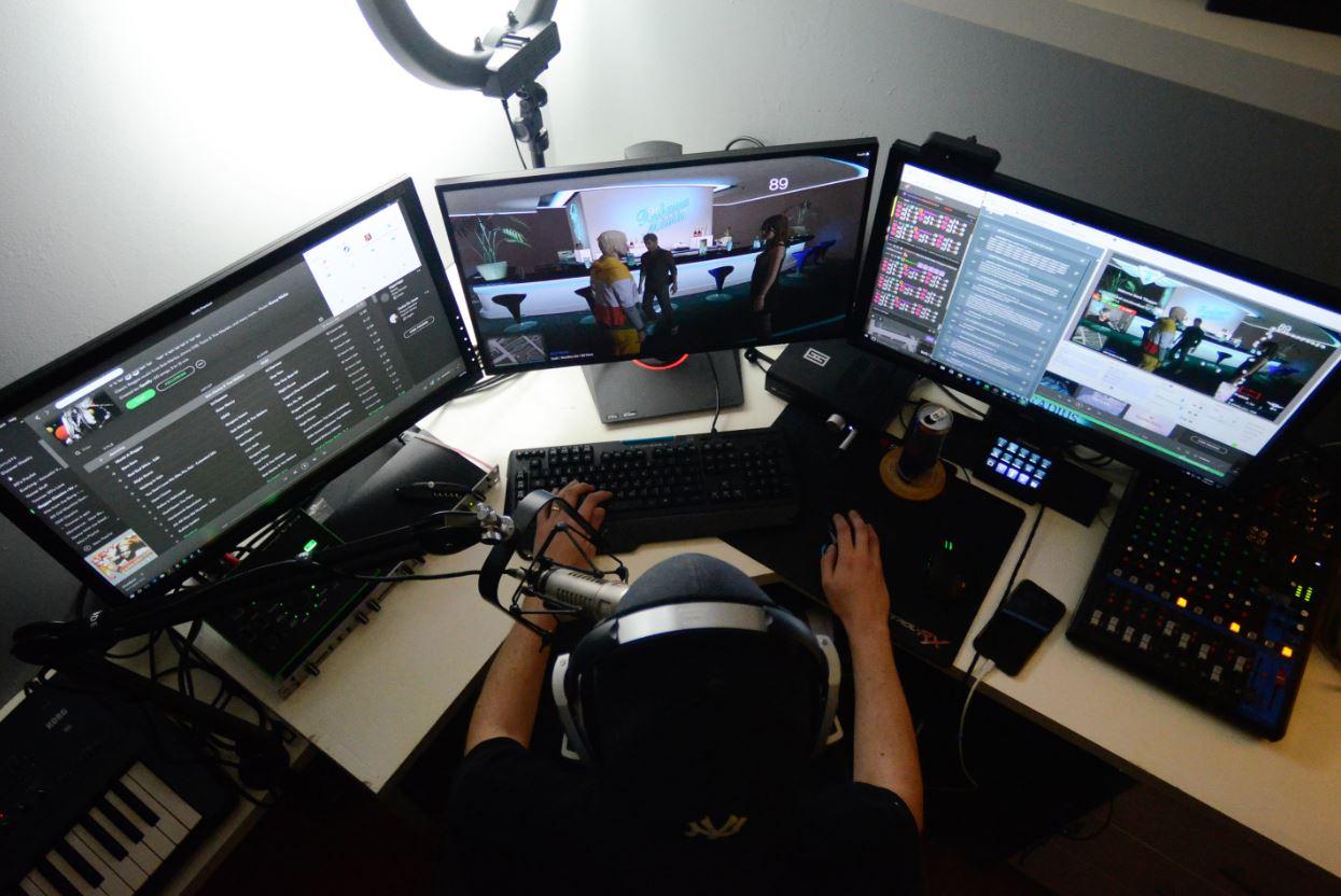 Como os streamers usam a sua popularidade para ganhar dinheiro no Twitch