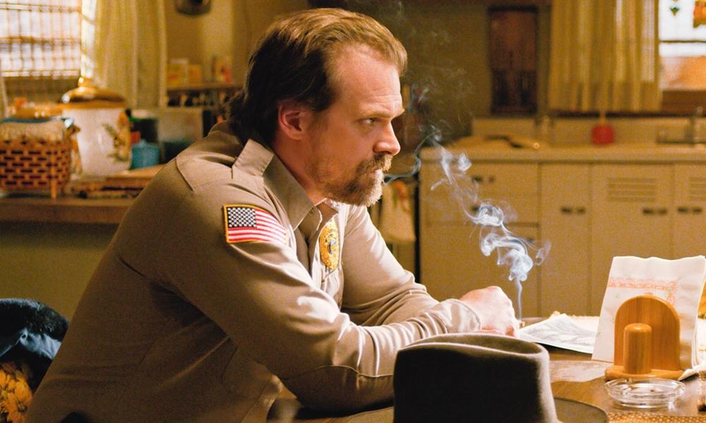 Stranger Things se envolve em polêmica por numerosas cenas com fumantes