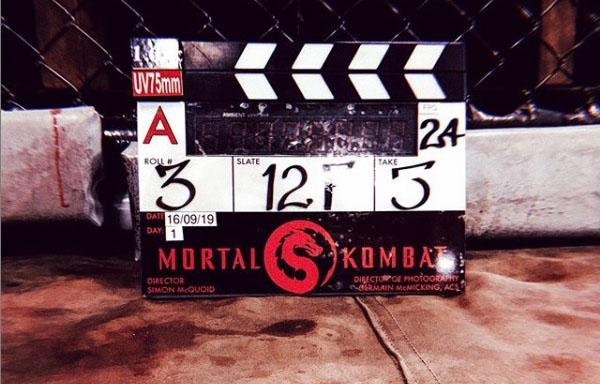 Foto revela novo logotipo do filme reboot de Mortal Kombat